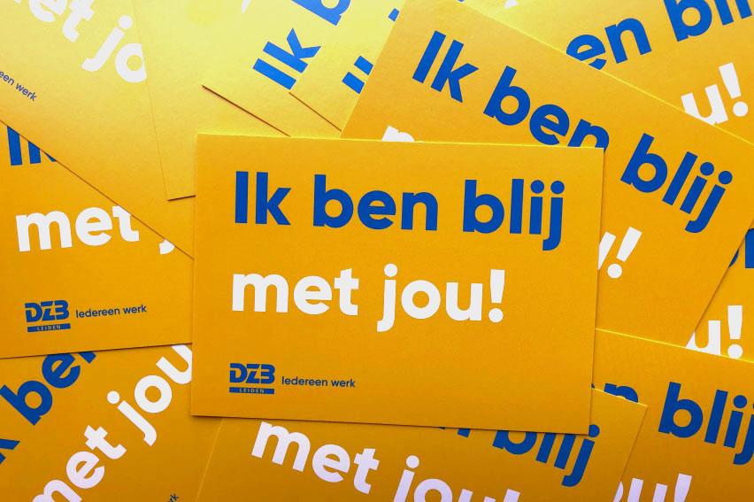 Medewerkers DZB Leiden geven elkaar complimenten